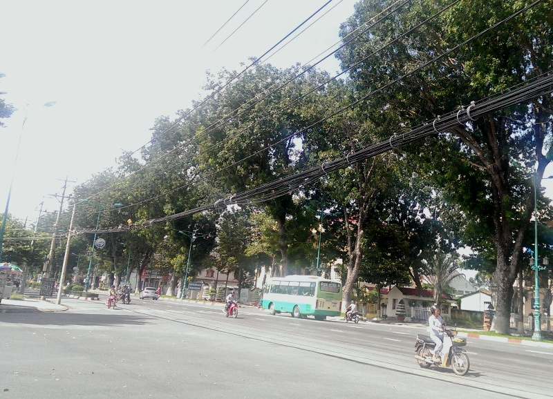 Hệ thống dây cáp điện trên đường được ngầm hóa bằng hào kỹ thuật